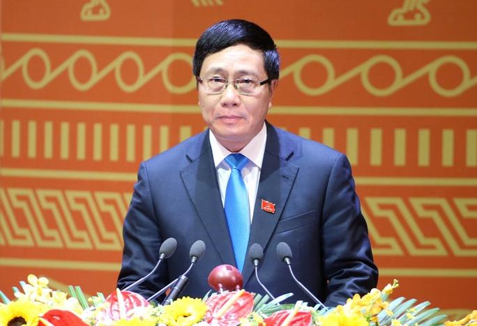 Ủy viên Trung ương Đảng, Phó Thủ tướng, Bộ trưởng Bộ Ngoại giao Phạm Bình Minh trình bày tham luận tại Đại hội XII sáng 23-1