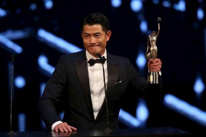 Quách Phú Thành hạnh phúc nhận giải
