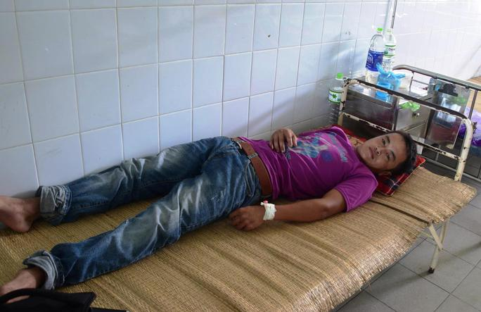 Anh Huy đang được điều trị tại bệnh viện Ảnh: Lê Dung