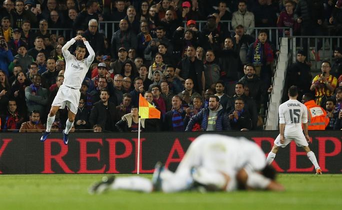 Real Madrid đã tạo nên bất ngờ thú vị cho trận Siêu kinh điển thứ 265, đồng thời duy trì hy vọng bám đuổi Barcelona trong cuộc đua La Liga