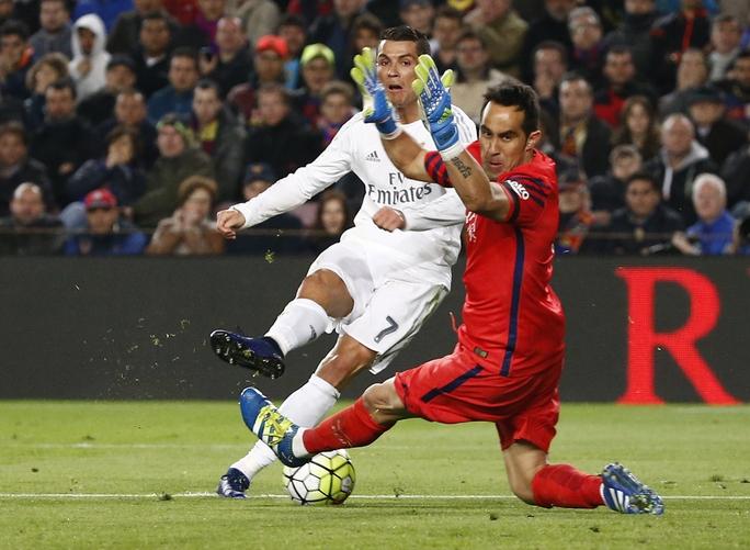 Tuy nhiên Ronaldo đã trở thành người hùng với pha lập công diễn ra sau đó đúng 1 phút