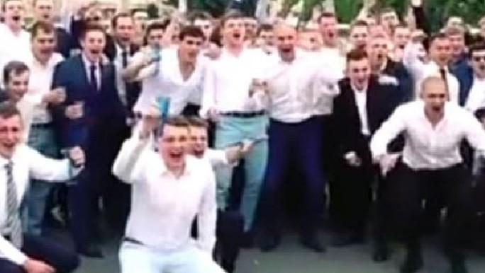 Cảnh ăn mừng tốt nghiệp của các tân điệp viên Nga. Ảnh: Daily Mail, Sunday Times