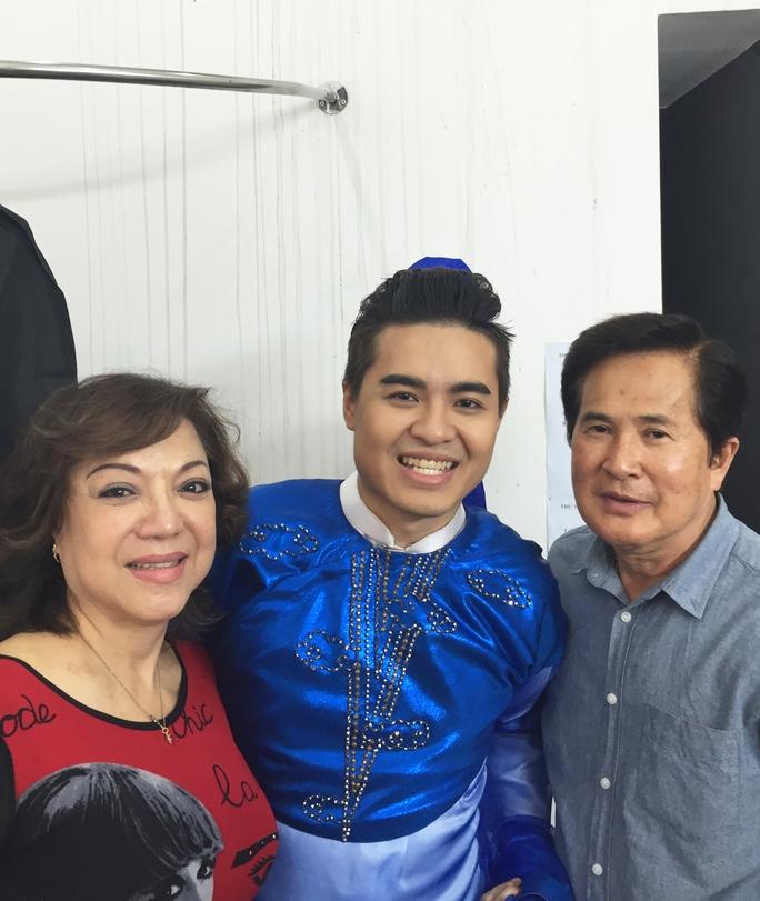 NS Hoài Thanh, Đỗ Quyên và con trai - ca sĩ Hoài Anh Kiệt trong chương trình Sao nối ngôi