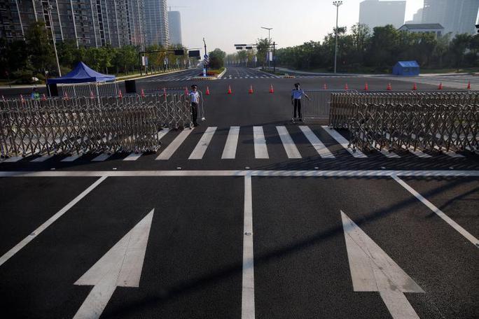 Cảnh sát bảo vệ con đường gần địa điểm tổ chức G20. Ảnh: REUTERS