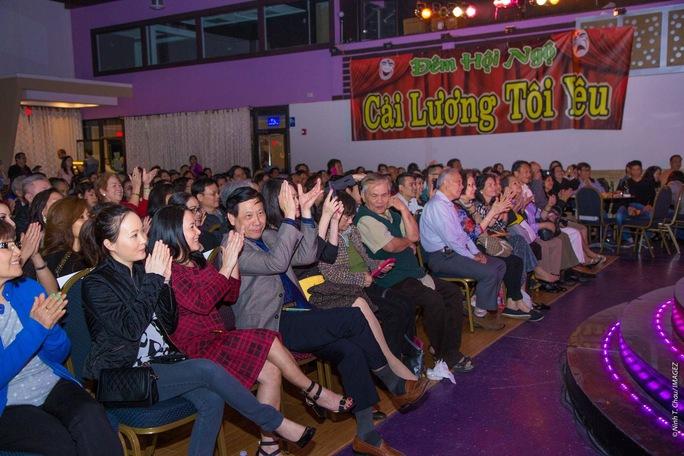 Đông đảo khán giả tại Atlanta đến xem chương trình Cải lương tôi yêu do Lê Đạt, Hồng Vân và Bảo Châu tổ chức