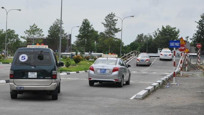 Thi sát hạch tại Trung tâm Đào tạo và Sát hạch lái xe tỉnh Kiên Giang.