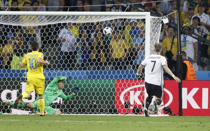 Người Đức chỉ thể hiện được bản lĩnh của ứng iên vô địch với bàn thắng của Schweinsteiger ở cuối trận