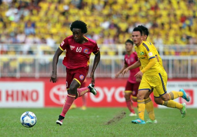 Ngoại bình Lima (số 60) thi đấu xuất sắc và ghi bàn thắng quyết định mang về 3 điểm cho đội chủ sân Thống Nhất