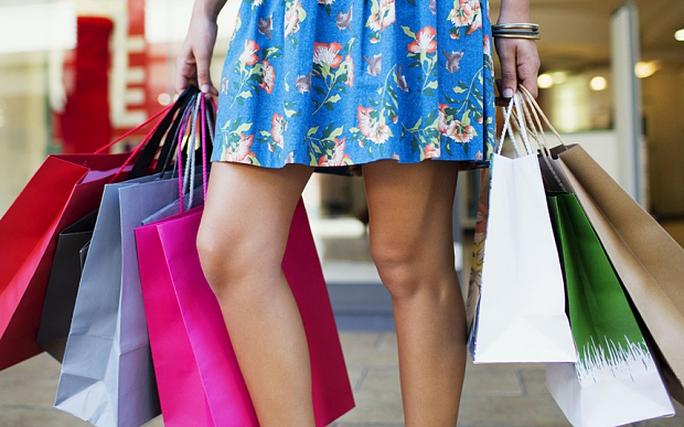 Người phụ nữ đã chi hơn 4.300 USD mua sắm vì tưởng mình trúng số. Ảnh: Rex
