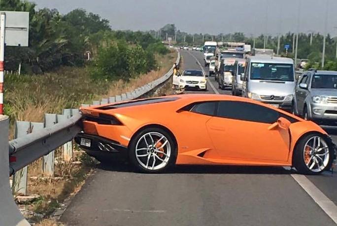 Tai nạn gây ùn ứ trên cao tốc