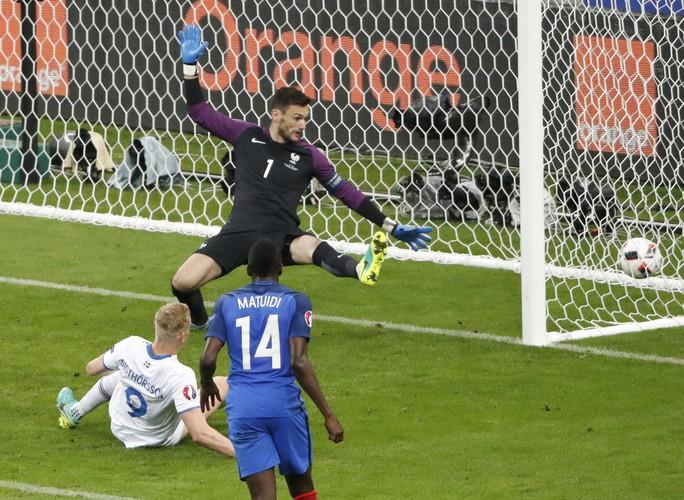 Sigthorsson rút ngắn tỉ số 1-4 cho Iceland