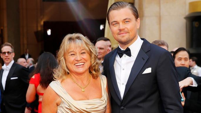 Leonardo cùng mẹ tại thảm đỏ Oscar 2014