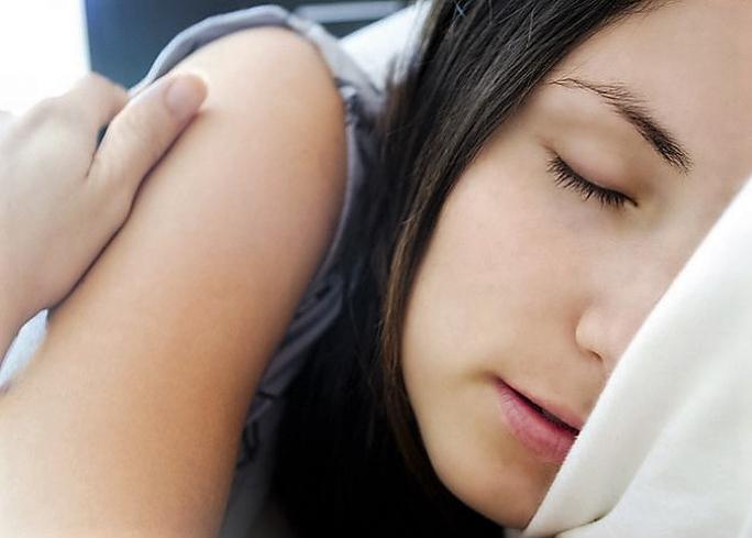 Thời gian ngủ bình thường trong khoảng từ 7-8 giờ/ngày Ảnh: ibtimes