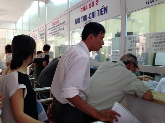 Người bệnh vẫn chưa hài lòng về môi trường bệnh viện, thời gian chờ khám và thái độ phục vụ của nhân viên y tế Ảnh: Ngọc DUng