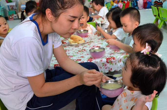 Nên thông báo cho giáo viên biết để điều chỉnh khẩu phần nếu con bạn bị dị ứng thức ănẢnh: TẤN THẠNH