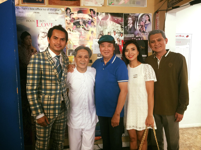Danh hài Bảo Quốc, MC Đức Tiến và NS Hồng Loan đến xem vở Dạ cổ hoài lang