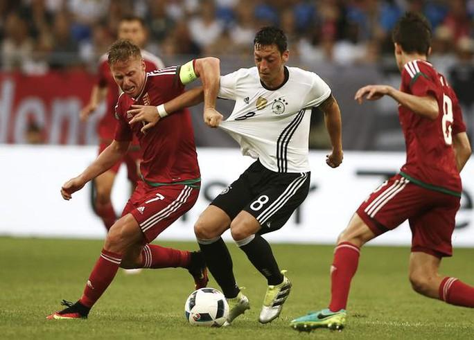 Đức, Pháp thắng tưng bừng trước thềm Euro