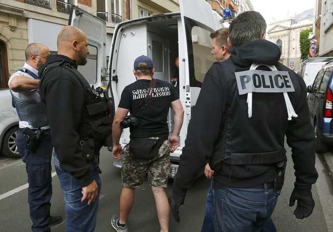 Các CĐV Nga bị bắt khi trên đường đến Lille xem trận Nga - Slovakia
