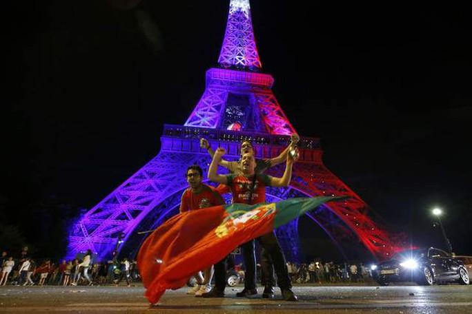 CĐV Bồ Đào Nha ăn mừng trong nỗi đau của CĐV Pháp nên rất dễ xảy ra bạo loạn