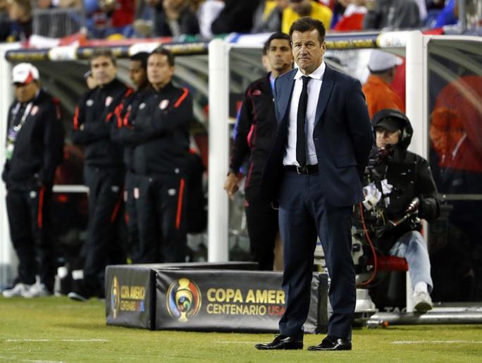 HLV Dunga gây thất vọng ở Copa America 2016