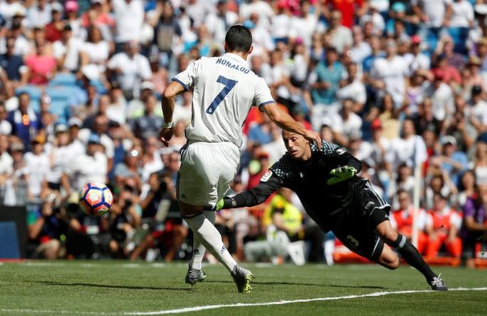 Ronaldo ghi bàn vào lưới Osasuna sau 2 tháng dưỡng thương