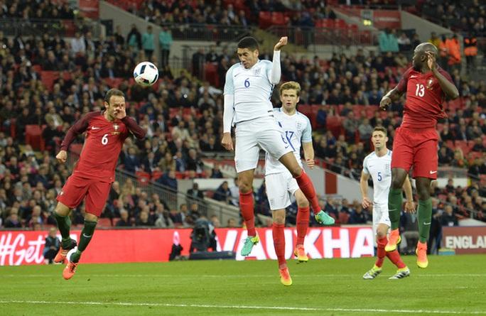 Trung vệ Smalling ghi bàn duy nhất cho tuyển Anh trước Bồ Đào Nha
