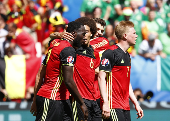 Tuyển Bỉ ăn mừng chiến thắng đầu tiên