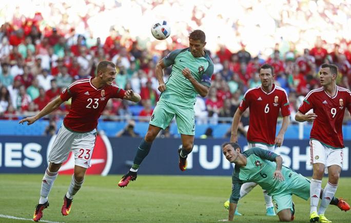 Ronaldo ghi bàn quyết định giúp Bồ Đào Nha vào vòng 1/8 với tư cách đội xếp thứ 3 có thành tích tốt nhất