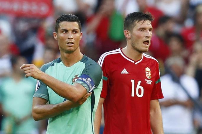 Ronaldo phản ứng sau khi Nani góp công cho Hungary ghi bàn