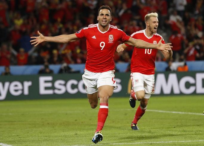H. Robson-Kanu, người ghi bàn nâng tỉ số lên 2-1 cho Xứ Wales, đang thất nghiệp