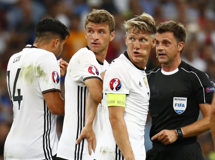 Schweinsteiger đưa người đẹp Ivanovic về dinh
