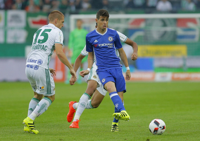 Oscar trong trận thua Rapid Vienna