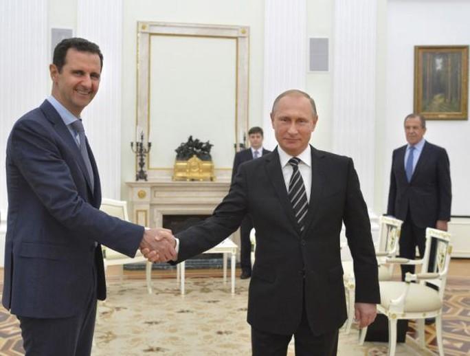 Tổng thống Nga Vladimir Putin (phải) và người đồng cấp Syria Bashar al-Assad (trái). Ảnh: Reuters
