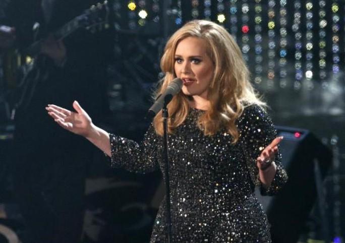 Adele tiếp tục gây kinh ngạc với album 25