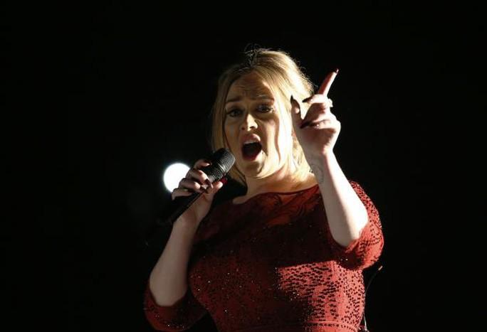 Adele thổ lộ cô khóc sau phần trình diễn không hoàn hảo ở Grammy