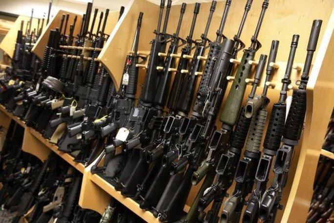 Vụ thảm sát Orlando khơi mào cuộc tranh luận sở hữu súng đạn tại Mỹ. Ảnh: Reuters