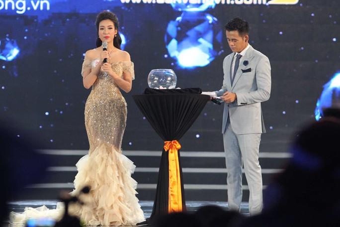 Tân Hoa hậu Việt Nam Đỗ Mỹ Linh trả lời phần thi ứng xử.