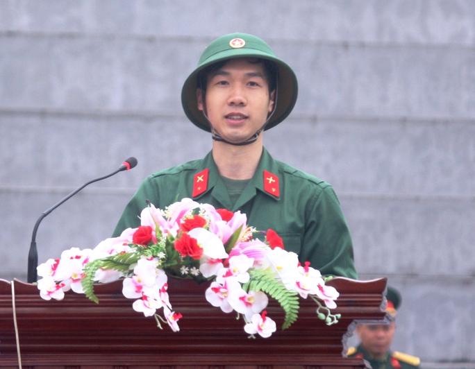 Tân binh Nguyễn Đức Kiên (huyện Ba Vì) hứa giữ vững truyền thống quê hương, hoàn thành tốt nhiệm vụ để xứng danh Bộ đội Cụ Hồ