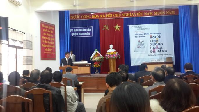 Tác giả Đặng Trung Hội chia sẻ tại buổi giới thiệu tập sách.