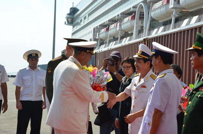 Hải quân 2 nước chào xã giao tại lễ đón chiều ngày 6-1
