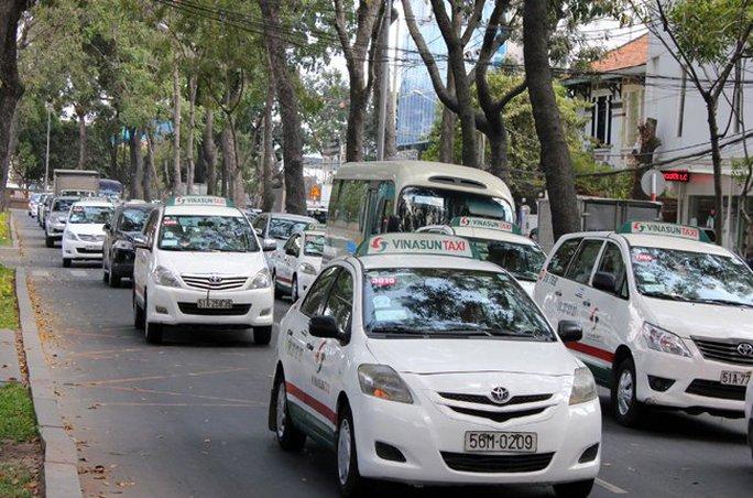 Taxi hiện nay chủ yếu chạy bằng xăng