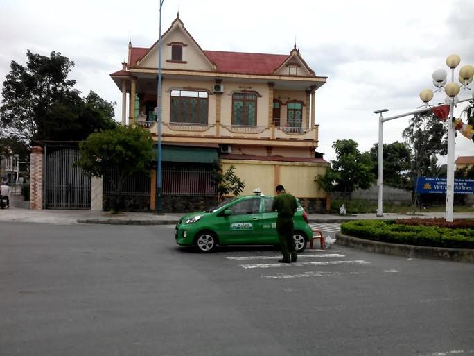 Chiếc xe taxi được phát hiện gần sân bay TP Đồng Hới