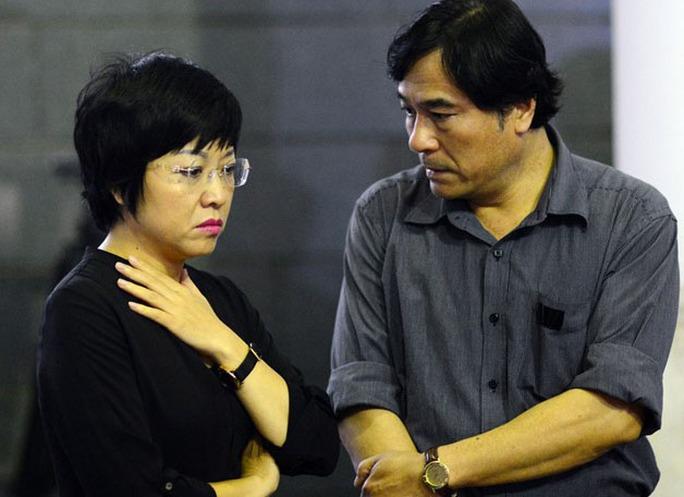 MC Thảo Vân và diễn viên Mạnh Cường tới viếng nhạc sĩ