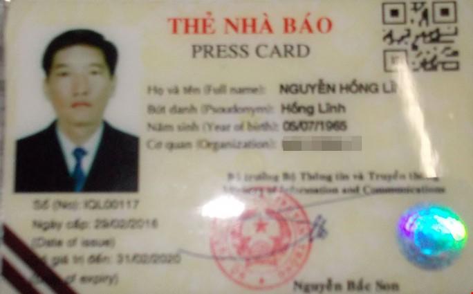 Thẻ nhà báo nghi làm giả bị tạm giữ