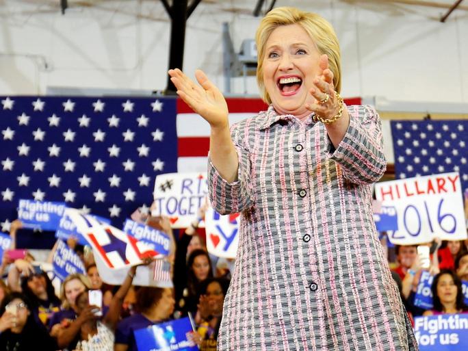 Bà Hillary Clinton tại cuộc vận động tranh cử ở TP Sacramento, bang California - Mỹ hôm 5-6 Ảnh: Reuters