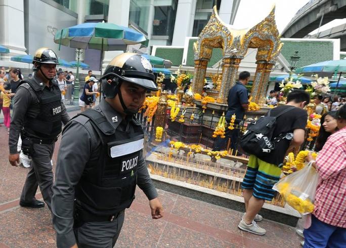 Cảnh sát tăng cường tuần tra ở Bangkok hôm 14-8 theo sau các vụ đánh bom ở miền NamẢnh: EPA