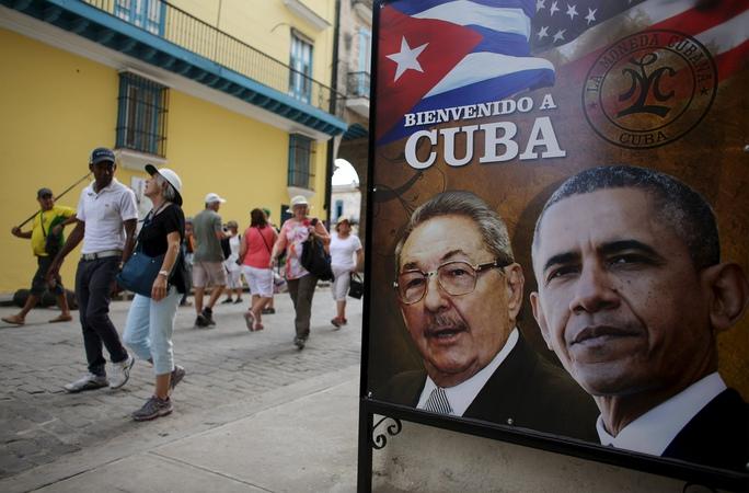 Hình ảnh Chủ tịch Cuba Raul Castro (trái) và Tổng thống Mỹ Barack Obama tại HavanaẢnh: Reuters