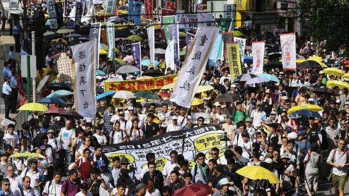 Cuộc tuần hành hàng năm nhân ngày 1-7 tại Hồng Kông năm 2015 Ảnh: SCMP