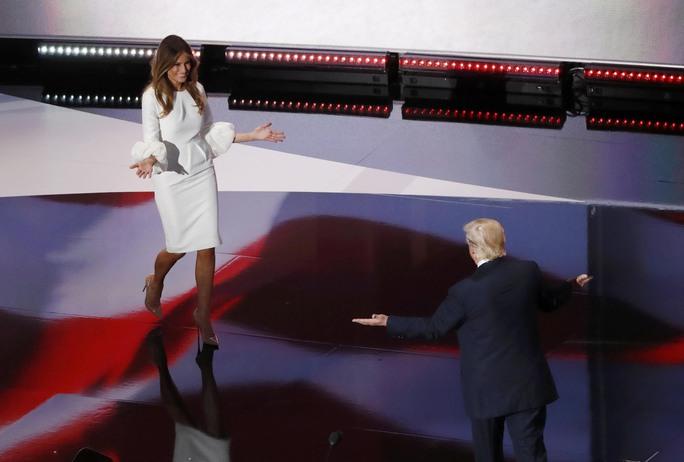 """Tỉ phú Donald Trump vẫn hết lời ca ngợi vợ bất chấp nghi án bà Milenia """"đạo"""" bài phát biểu của bà Michelle Obama Ảnh: REUTERS"""