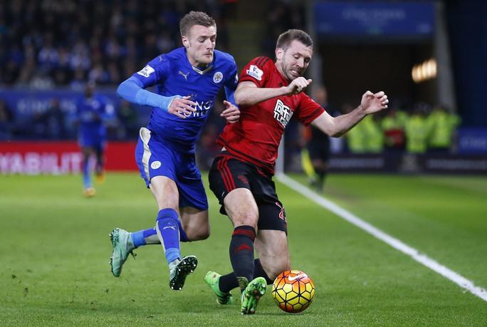 Vardy (trái) cùng Leicester trong trận hòa West Brom 2-2 Ảnh: REUTERS